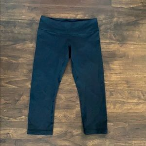 Lululemon Wunder Under Crops 6/8